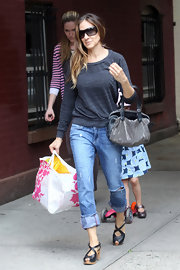 A light-weight gray sweatshirt topped off SJP's casual street style.