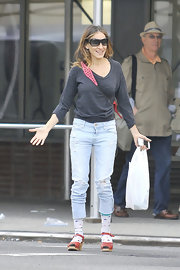 SJP chose a dark charcoal long-sleeve tee for her casual day spent with her son.