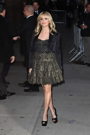 Sarah Michelle Gellar paired her cocktail frock with black peep-toe pumps.