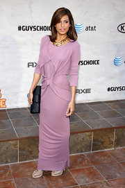 Eva Mendes gave her lavender dress a classic finish with a black leather quilted clutch.