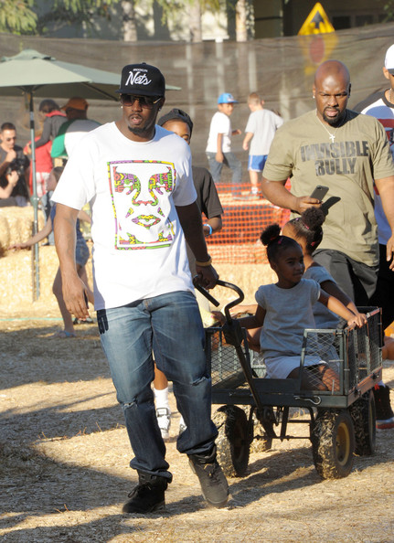 Sean Combs was comfy in a print tee and jeans while doing daddy duty at a pumpkin patch.