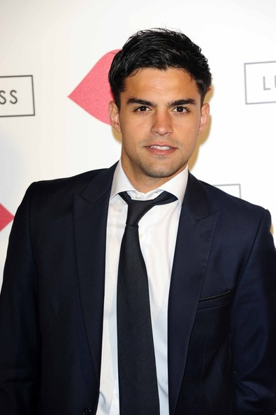 Sean Teale Clothes