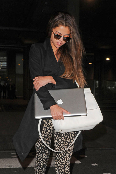 More Pics of Selena Gomez Print Pants (1 of 18) - Selena Gomez Lookbook - StyleBistro