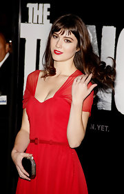 Mary Elizabeth Winstead donned a glamorous red gown at the premiere of 'The Thing' in LA. She accessorized her ensemble with a black satin clutch complete with a bow clasp.