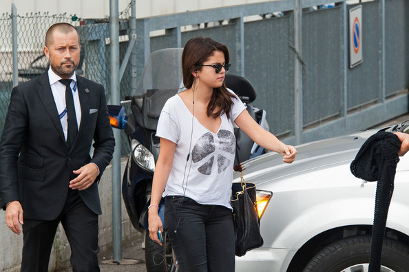 More Pics of Selena Gomez Skinny Jeans (1 of 11) - Selena Gomez Lookbook - StyleBistro