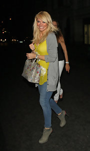 Liz Mcclarnon finished off her casual get-up in chic style with a pair of gray ankle boots.