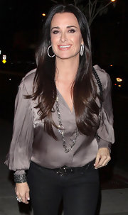 Kyle Richards up the glamor of her basic jeans with a dusky lilac blouse.