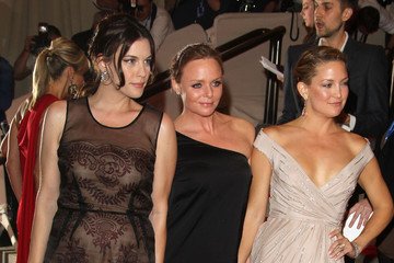 Kate Hudson Liv Tyler Stella McCartney, Liv Tyler and Kate Hudson at The Costume Institute Gala