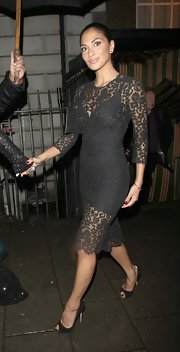 Nicole Scherzinger completed her lacy look with sleek black pointy-toe pumps.