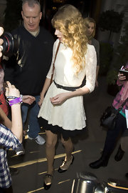 Taylor Swift wore a pair of two-tone oxfords on her way to a performance in London.