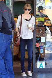 Taylor Swift kept things simple in a pair of medium wash skinny jeans and sweet bow flats.