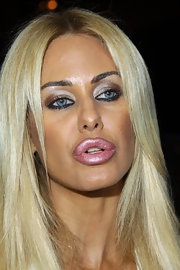 Shauna Sand sported a dramatic pout played up with frosted pink lipstick while announcing her divorce plans.