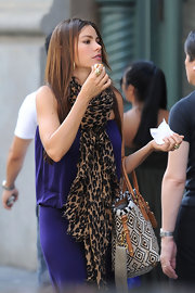 Celebs - they're just like you...only with better jewelry! Sofia Vergara was caught by the paps indulging in an NY hot dog; she also indulged in this 18K gold Glamazon double strand knot ring.