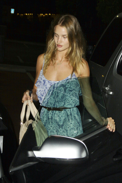 More Pics of Rosie Huntington-Whiteley Oversized Satchel (1 of 10) - Rosie Huntington-Whiteley Lookbook - StyleBistro
