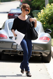 The actress dressed up her casual look with a strappy platform sandals.