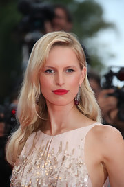 The Supermodel shined in dazzling drop earrings at the closing ceremony of the Cannes Film Festival.