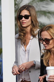 Ana Beatriz Barros arrived at Art Basel in Miami looking cool with her Ray-Ban wayfarers.