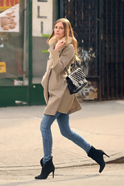 May showed off her long model legs as she strolled through the city in a pair of light blue skinny jeans.