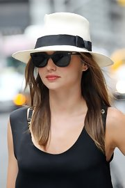Miranda Kerr wore this Rat Pack-approved white fedora while out in the city.