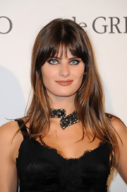 Isabeli Fontana created a dramatic makeup look while leaving her hair long and straight.