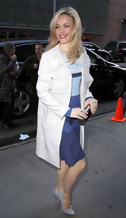 Rachel McAdams traveled light in NYC, accenting her shades of blue with a silver box clutch.
