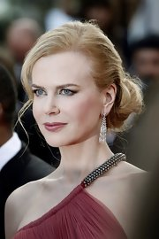 Niole Kidman was radiant at the Cannes premiere of 'Paper Boy' wearing a warm muted berry-hued lipstick and a subtle smoky eye.