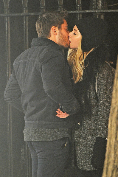 Zac Efron and Imogen Poots Make Out