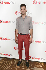 Zachary Quinto chose this gray button down for his cool and casual look at CinemaCon.