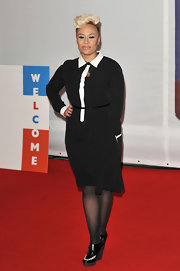Doing her red carpet duties at the 2012 Brit Awards, Emeli Sande looked rather prim and proper in her black-and-white belted shirtdress.