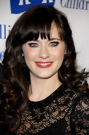 Zooey Deschanel attended the Annual Alliance for Children's Rights Dinner wearing long lashes and loads of mascara.