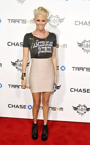 Jenna Jameson classed up a rocker t-shirt with a high waisted mini skirt.