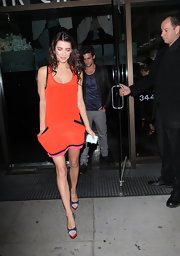 Jacqueline MacInnes Wood was in the mood for color, pairing purple, beige, and red pumps with her bright orange dress.