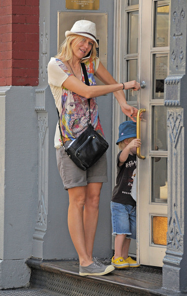 More Pics of Naomi Watts T-Shirt (1 of 5) - Naomi Watts Lookbook - StyleBistro
