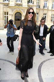 Anne Hathaway stepped out at the Valentino Haute Couture Fall 2011 show in a pair of timeless black patent. pumps