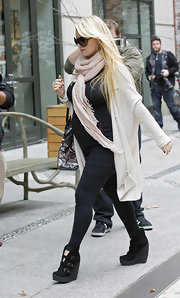 Jessica Simpson strolled through NYC in sleek black pants, a matching tank and a loose white open front duster.