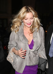 Kate Moss gave her glam evening attire the perfect finish with a gray envelope clutch with black leather trim.