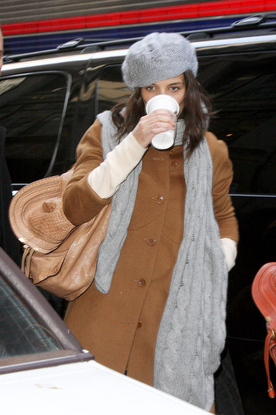More Pics of Katie Holmes Knit Scarf (1 of 14) - Katie Holmes Lookbook - StyleBistro