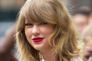 Taylor Swift Medium Wavy Cut with Bangs