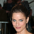 Amanda Peet Hair - Twisted Bun