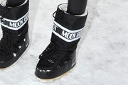 Arizona Muse  snow boots