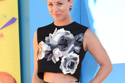 Kaley Cuoco-Sweeting Crop Top