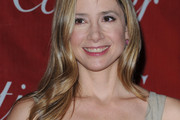 Mira Sorvino Long Wavy Cut