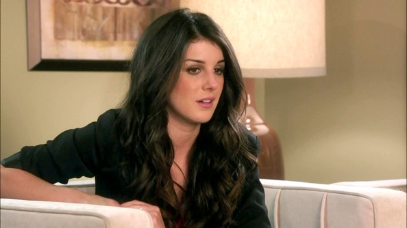 The word for Shenae Grimes' loose center-parted curls is flawless.