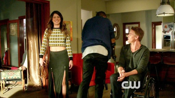 Shenae Grimes had a grungy '90s vibe on '90210' in a dual slit maxi skirt and crop top.