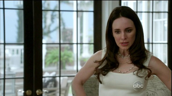 Madeleine Stowe added interest to her white shell with a tangle of layered pearl necklaces.