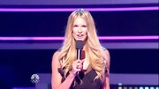 Elle MacPherson hosted the show while wearing her glossy tresses in long layered waves.