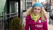 AnnaSophia Robb added a bit of unexpected color to her already-bright look with this turquoise beanie.