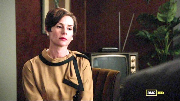 Embeth Davidtz Clothes