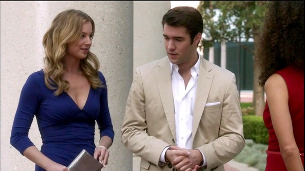 Emily VanCamp Clothes