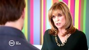 Linda Gray has quite the collection of statement necklaces on 'Dallas,' here in a chunky gold chain.